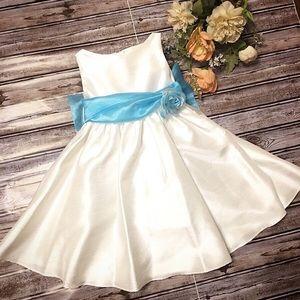 White Sleeveless Flower Girl Dress Size 1-2